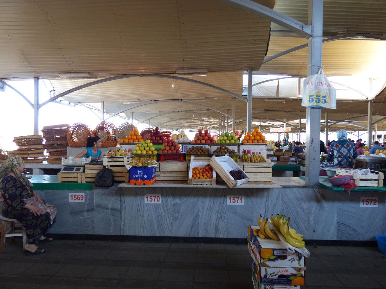 Fruit sellers in Chorsu Bazaar, Tashkent