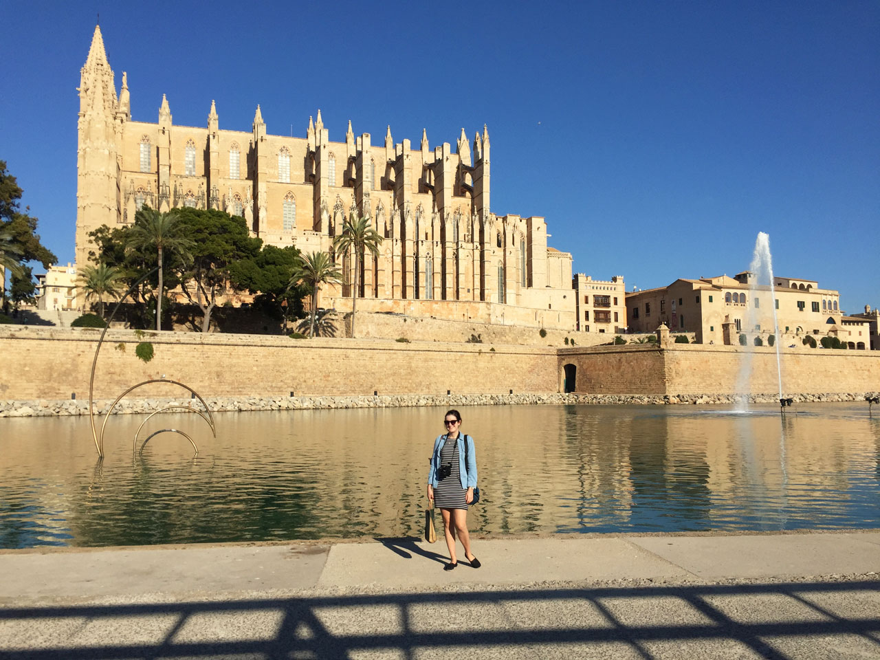 Polly outside Palma de Mallorca cathedral